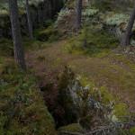 Kuva kalliosta, jossa on keskellä syvä onkalo.